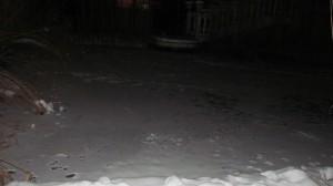 нощно ледено езеро